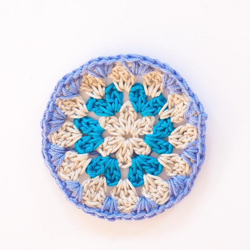 Círculo de ganchillo azul. Crochet.