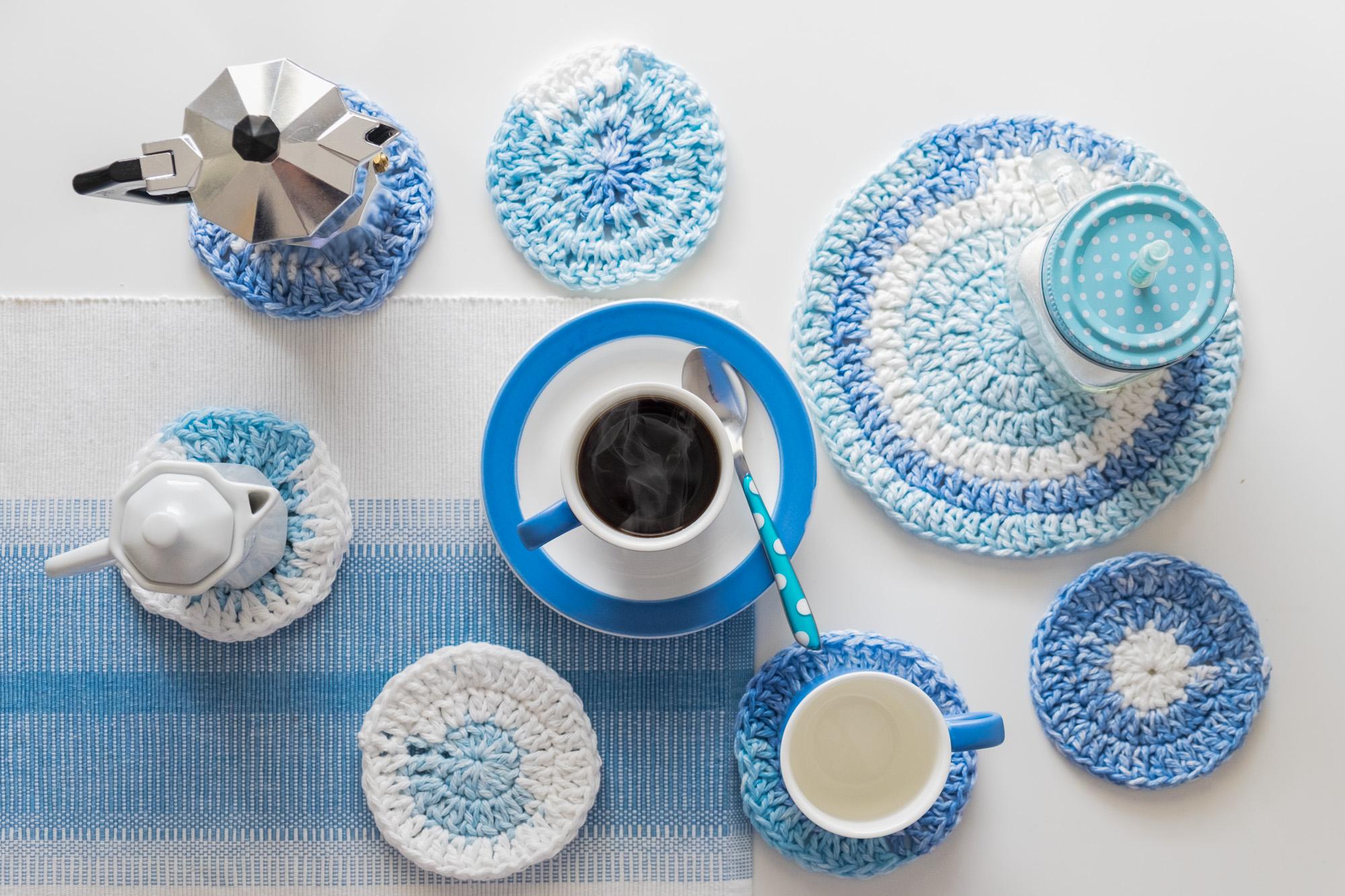 Posavasos de ganchillo azul circulares. Blue Crochet coasters.