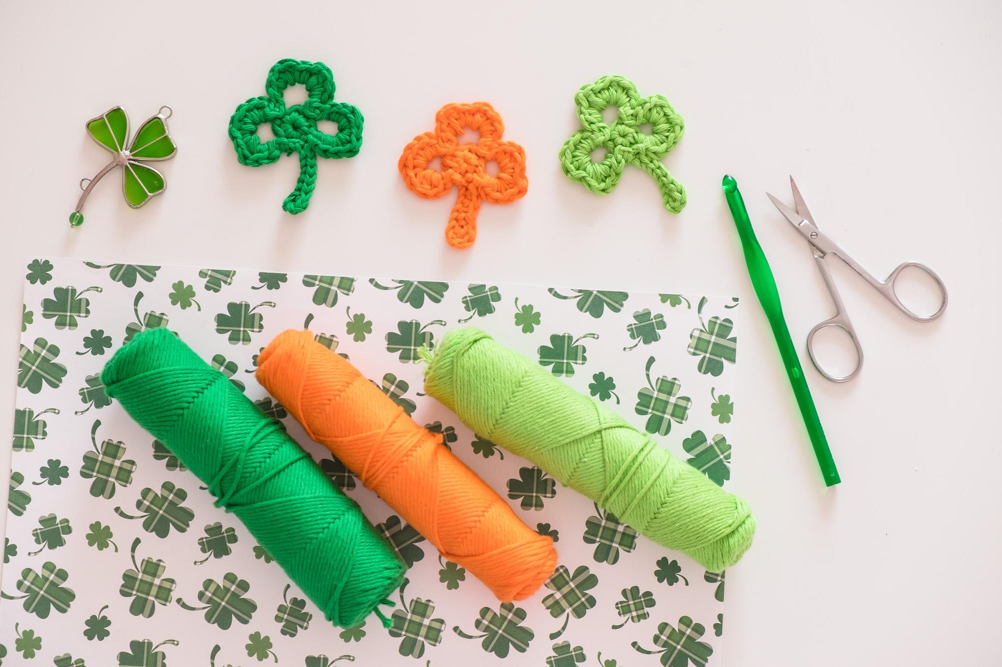 Tréboles de ganchillo. Apliques de crochet en forma de trébol para St. Patrick's Day.
