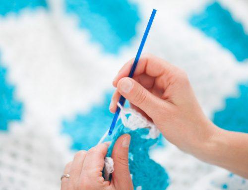 Manta de grannies azules y blancos