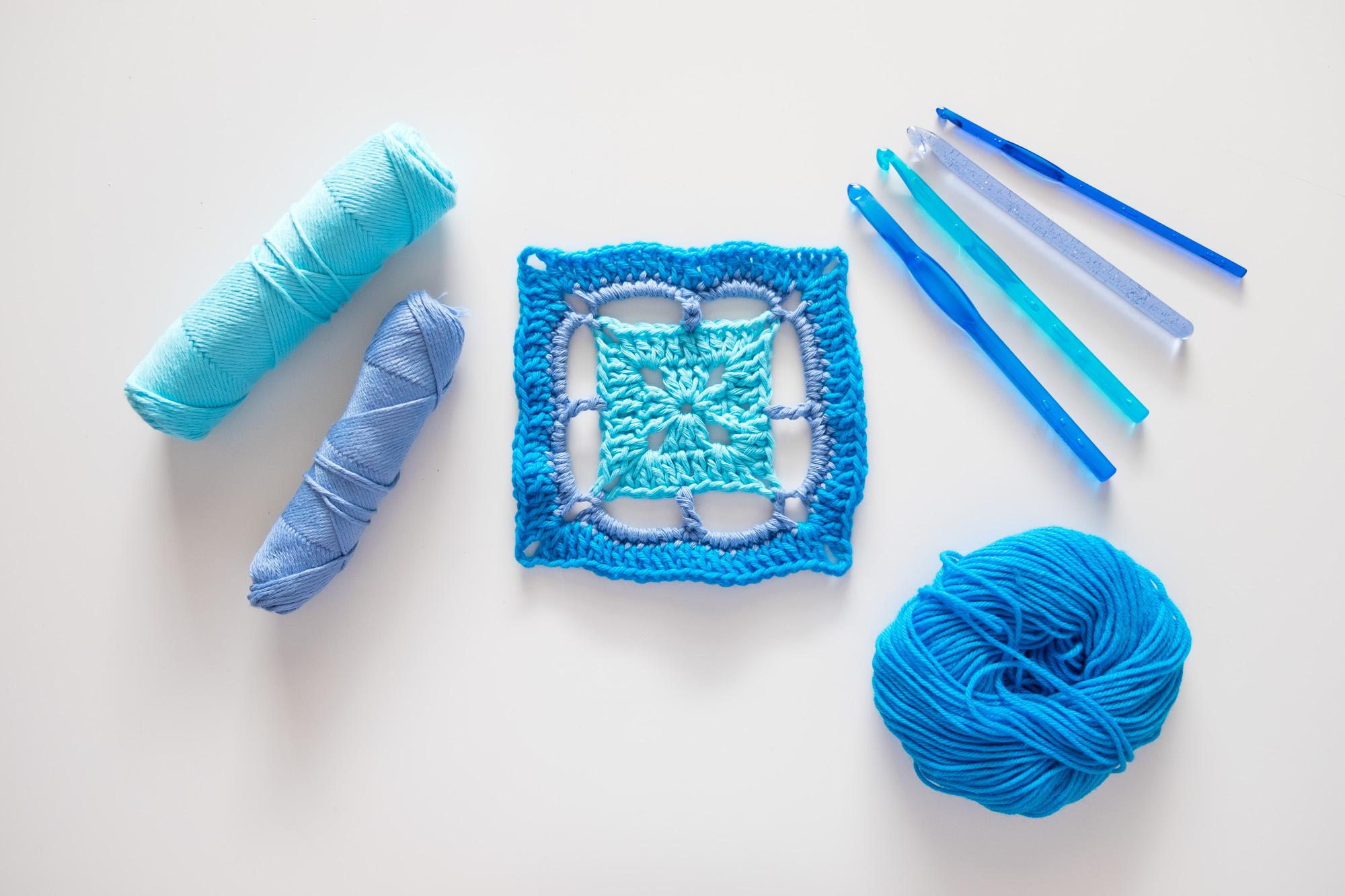 Motivo de Crochet cuadrado, granny square azul