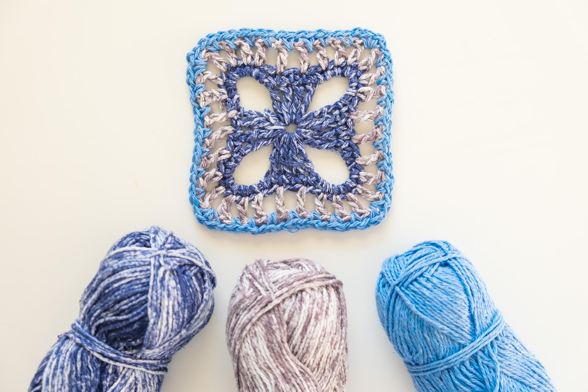 Granny square azul de crochet