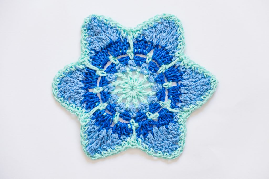 Motivo de ganchillo o crochet motif en forma de estrella